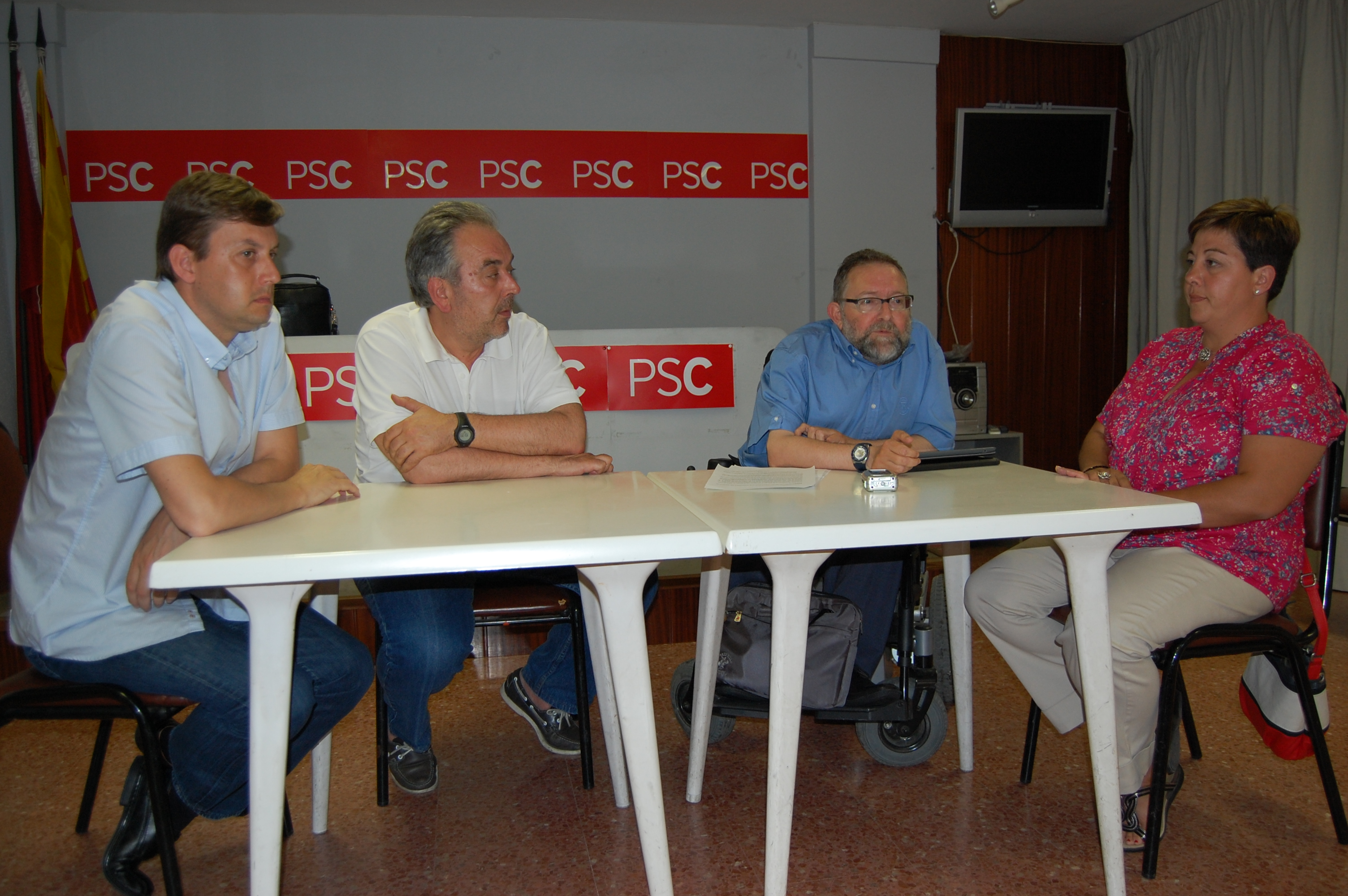 El PSC de Ripollet recull m&#233;s de 800 signatures en contra de les retallades a les escoles bressol -Imatge 1-